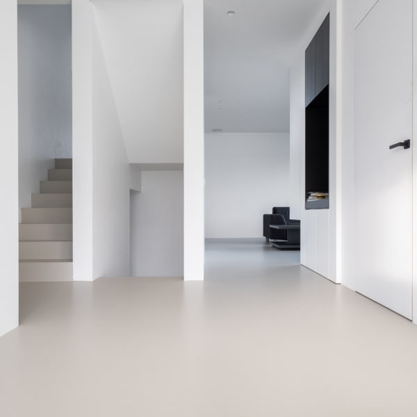 PU gietvloer en beton cire moderne nieuwbouw