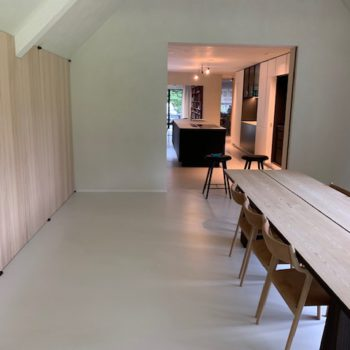 Cementgebonden design gietvloer - OFF WHITE - Renovatie Kapellen