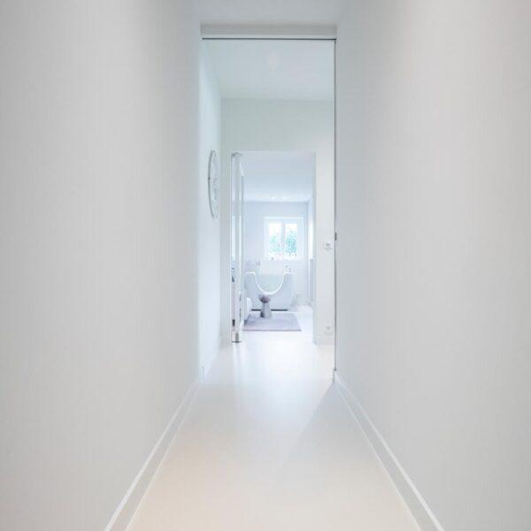 Renovatie landelijke hoeve - PU gietvloer Comfort - Mortex vloer en wandbekleding