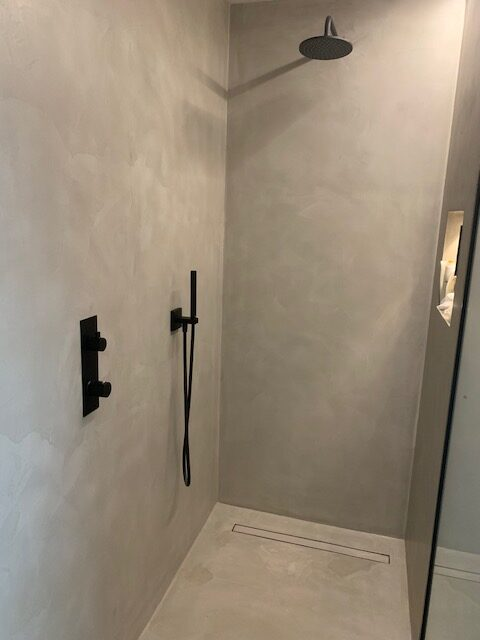 Beton-cire - CEMCOLORI - Nieuwbouw vloer en wand - badkamer meubel en inloopdouche