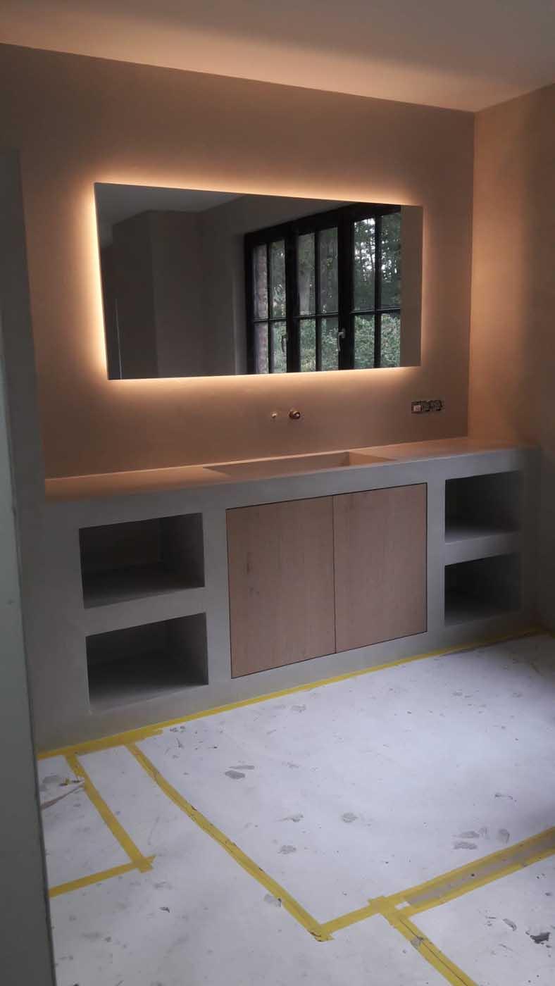Beton-cire badkamerwanden en badkamermeubel renovatie