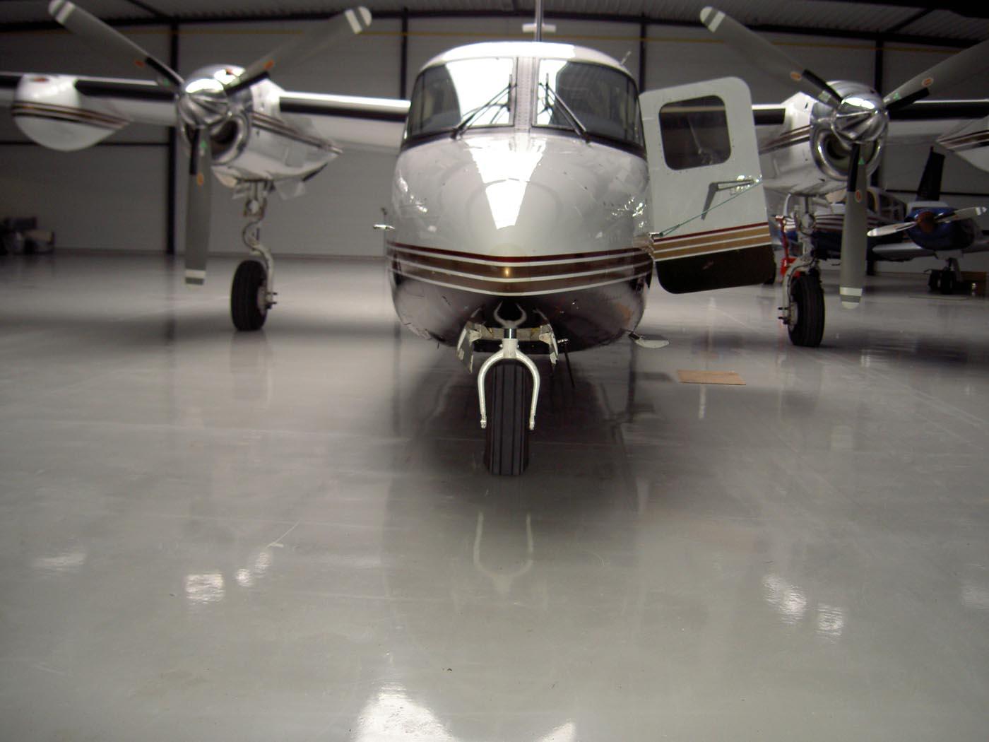 Epoxy coating vliegtuighangar