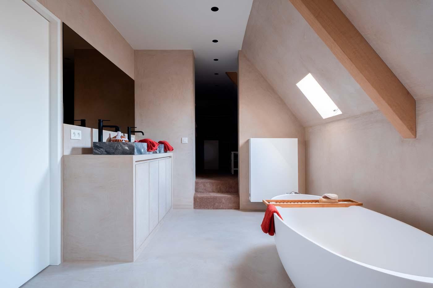 Renovatie mortex wand en vloer badkamer