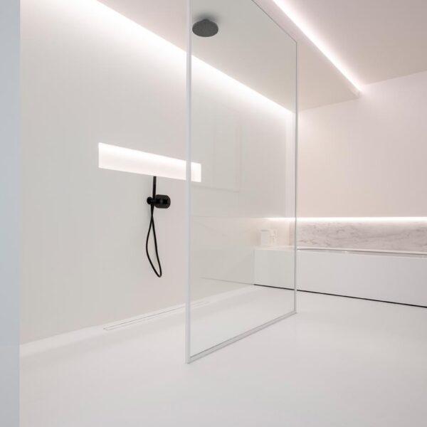 Showroom Schoeffaerts nieuwbouw polyurethaan gietvloer mortex en gietvloer badkamerbox