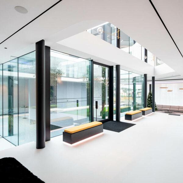showroom gietvloer epoxy mortelvloer Schoeffaerts Afwerking & Interieur