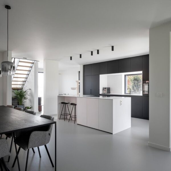 nieuwbouw Werner Matthys Architect PU gietvloer en beton-cire